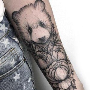 tatuaje de oso puntillismo