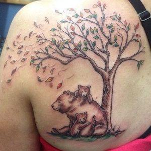 tatuaje de osos en la espalada