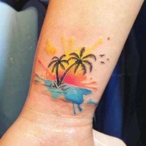 tatuaje acuarela de palmeras