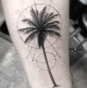 tatuaje de palmera geometrico