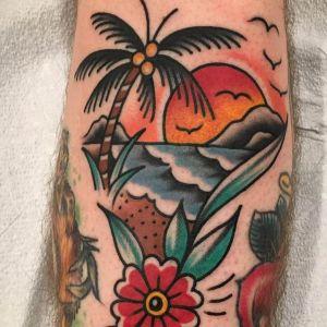 tatuaje de palmera y atardecer