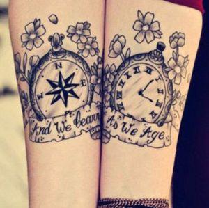 tatuaje pareja reloj brujula