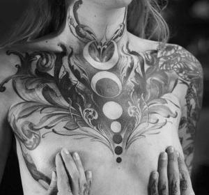 tattoo para mujer en pecho