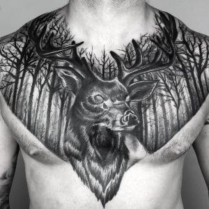 tatuaje en pecho para hombre