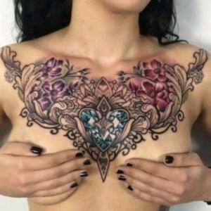 tatujes en el pecho para mujeres