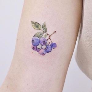 tatuaje de arandanos