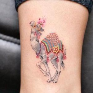 tatuaje lindo de camello