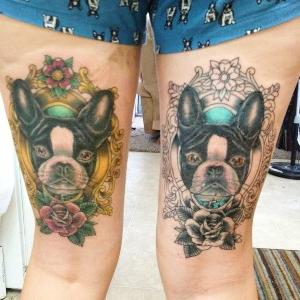 tatuajes de perros en las piernas