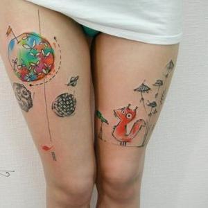 tatuaje en los dos muslos