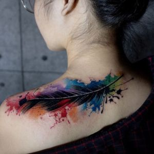 tatuaje de pluma