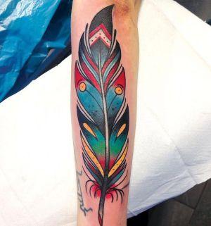 tatuaje old scholl de pluma