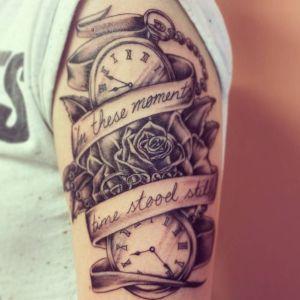 tatuaje de relojes en el brazo