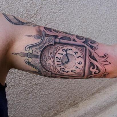 tatuaje en el brazo hombre