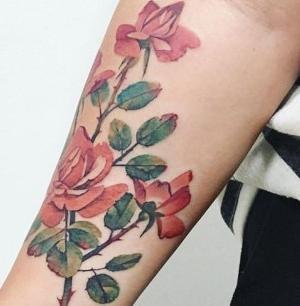 Tattoo de rosas realistas