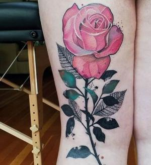 lindo tatuaje de rosa