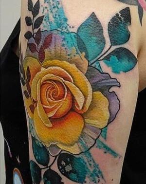 tatuaje de rosa amarilla