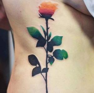 tatuaje de rosa de Katusza Kwiatkowska
