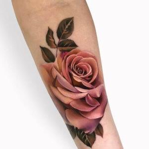 tatuaje de rosa realista