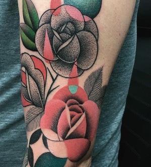 tatuaje de rosas de Mariusz Trubisz