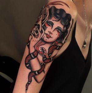 tatuaje de serpiente y mujer