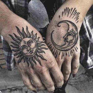 tatuajes en las manos sol y luna