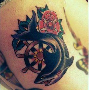tatuaje de tiburon old school