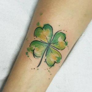 tatuaje de trebol acuarela