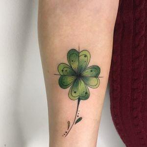 tatuajes de treboles para mujeres
