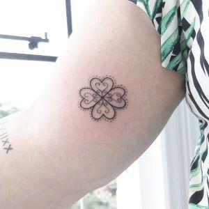 tatuajes finos de treboles