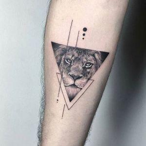 tatuaje de triangulo leon
