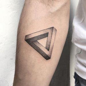 tatuaje de triangulo para hombre