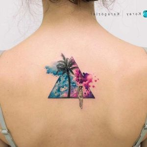 tatuaje de triangulo para mujer